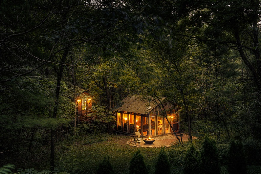 cozy-cabins-in-the-woods-575fb4bf9f8b3__880
